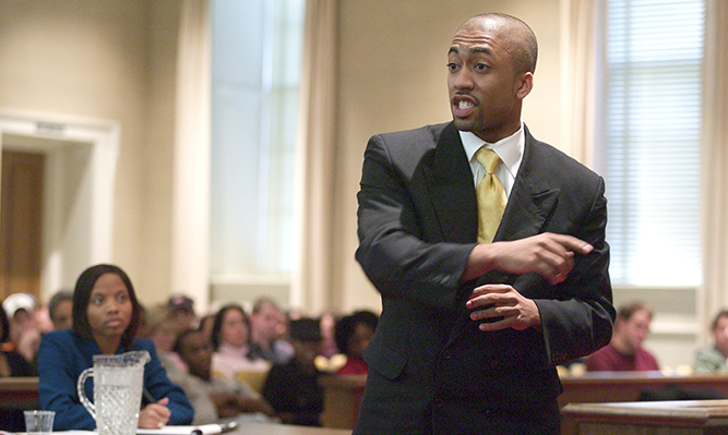 student argues in courtroom